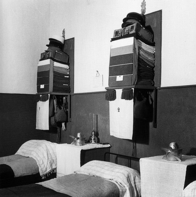 l 39 art du rangement l gionnaire. Black Bedroom Furniture Sets. Home Design Ideas